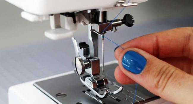 Pourquoi le fil de la machine à coudre casse