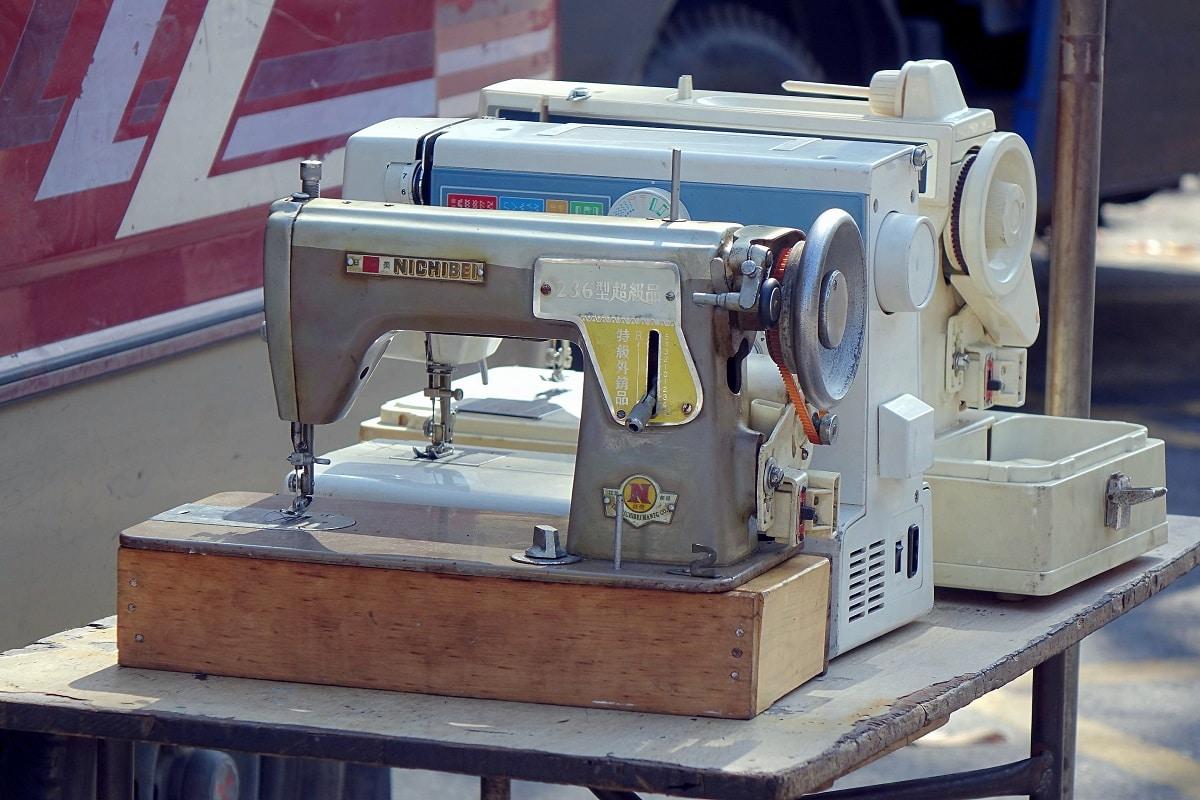 Machines à coudre d'occasion