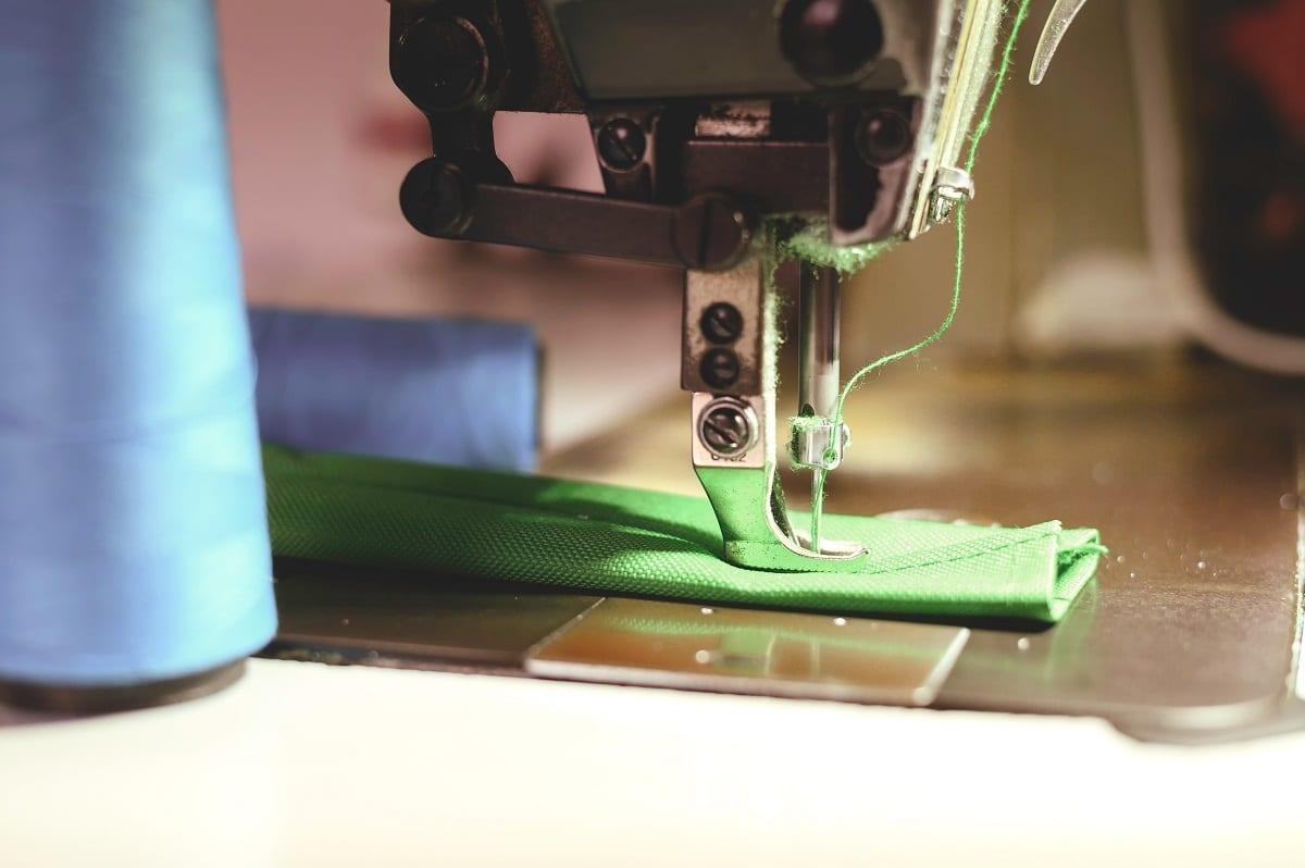 boucle du fil sur la machine à coudre
