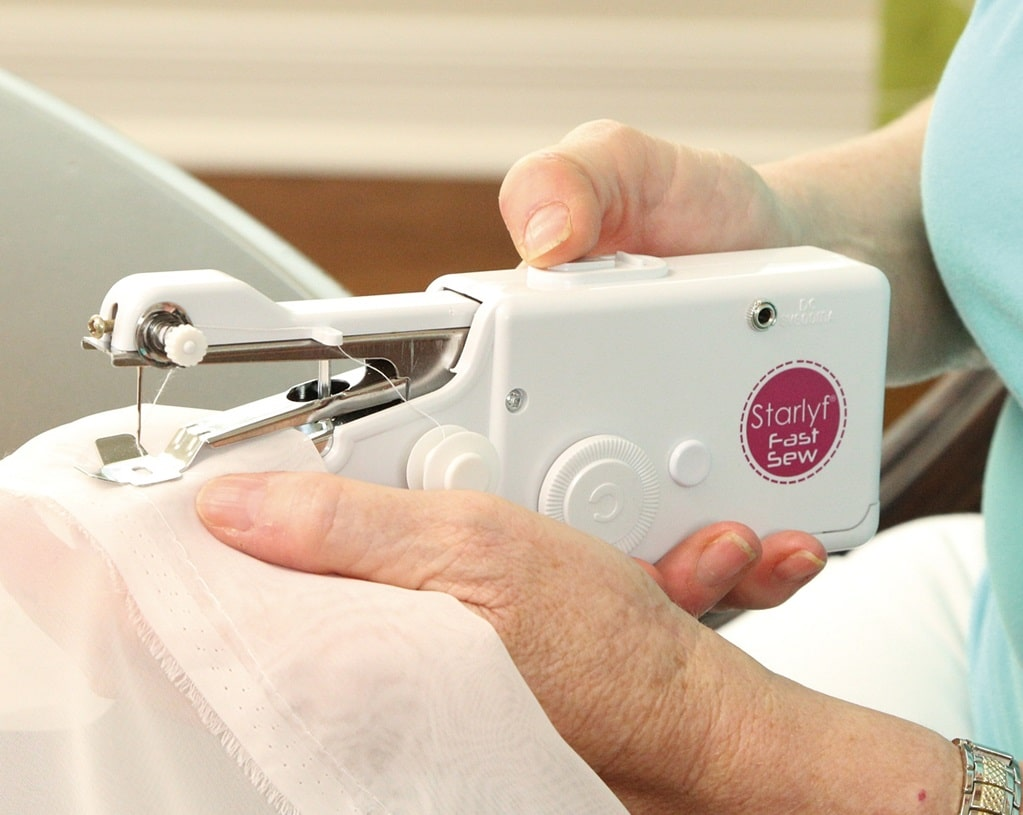 mini machine à coudre à main